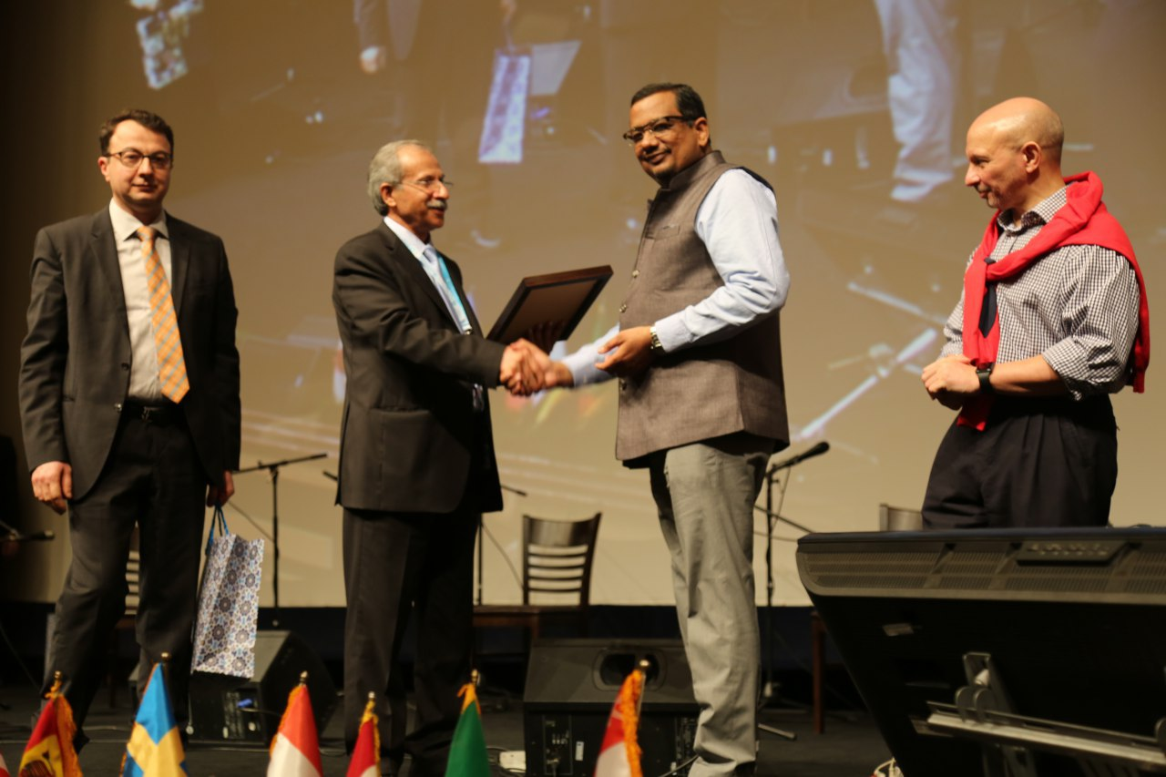 Dr Deepak Goyal honoured at ISKAST Iran