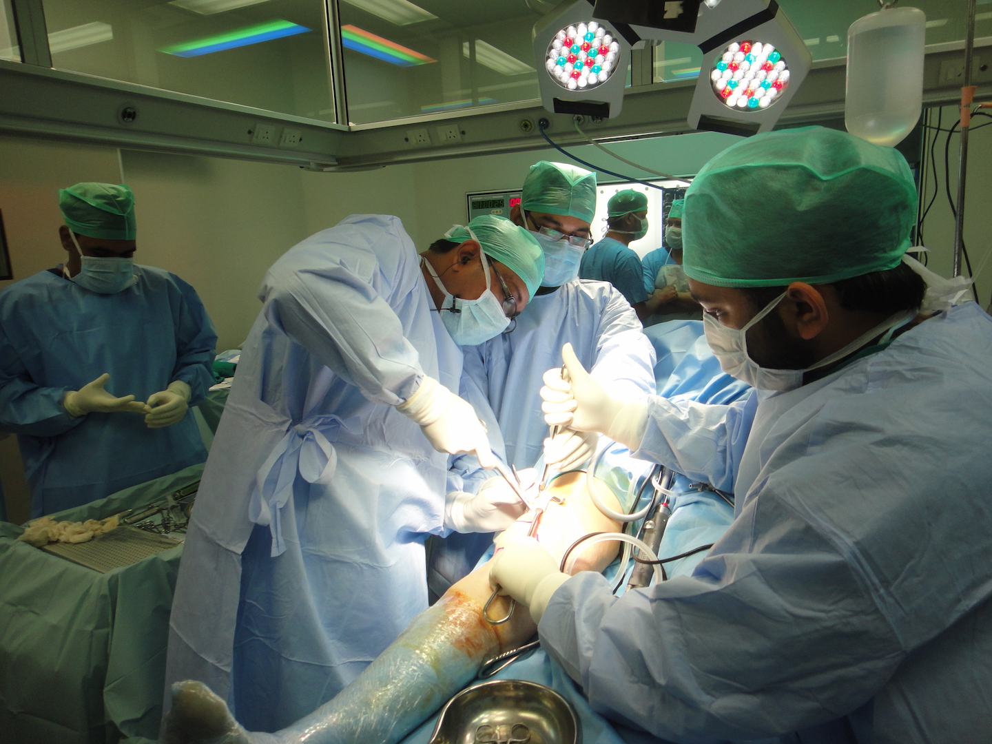 Live Surgery Transmitted to Pattaya